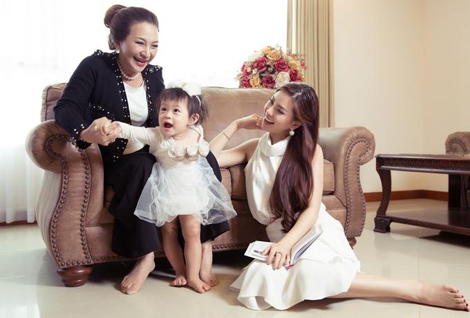 Bộ ảnh do stylist Phạm Bảo Luận và chuyên gia trang điểm Phước Lợi hỗ trợ thực hiện.