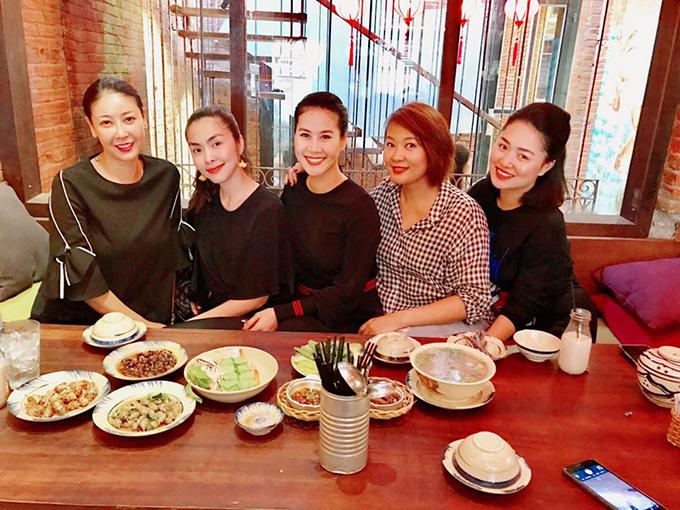 Hội bạn thân của Tăng Thanh Hà tụ tập trước ngày 8/3, trong đó có Hà Kiều Anh, Thân Thuý Hà...