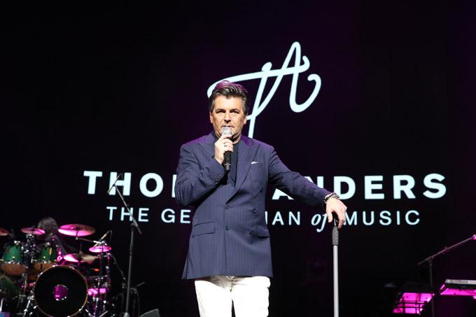 Ở tuổi 55, Thomas Andres vẫn giữ được phong tháilịch lãm trong âm nhạc dù ngoại hình của ông so với thời đỉnh cao sự nghiệp đã có nhiều thay đổi. Suốt gần 3 tiếng đồng hồ, ông hát 20 ca khúc, trong đó bao gồm những bài hit một thời của Modern Talking như Atlantic is Calling, Lunatic, Jet Airliner, In 100 Years&