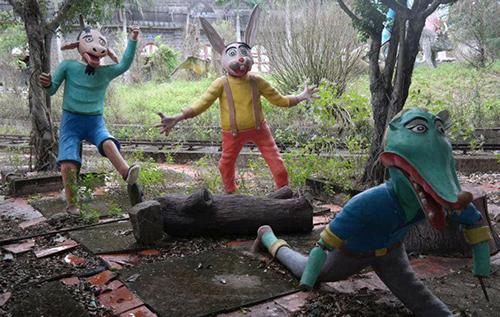 Những bức tượng đầy biểu cảm trong công viên bỏ hoang ở Phan Thiết