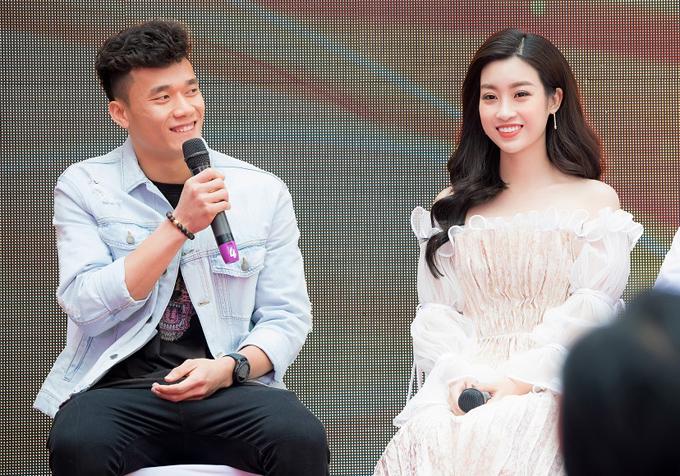 Đỗ Mỹ Linh và Bùi Tiến Dũng tái ngộ sau lần gặp gỡ đầu tiên tại sân bayThường Châu, Trung Quốc.