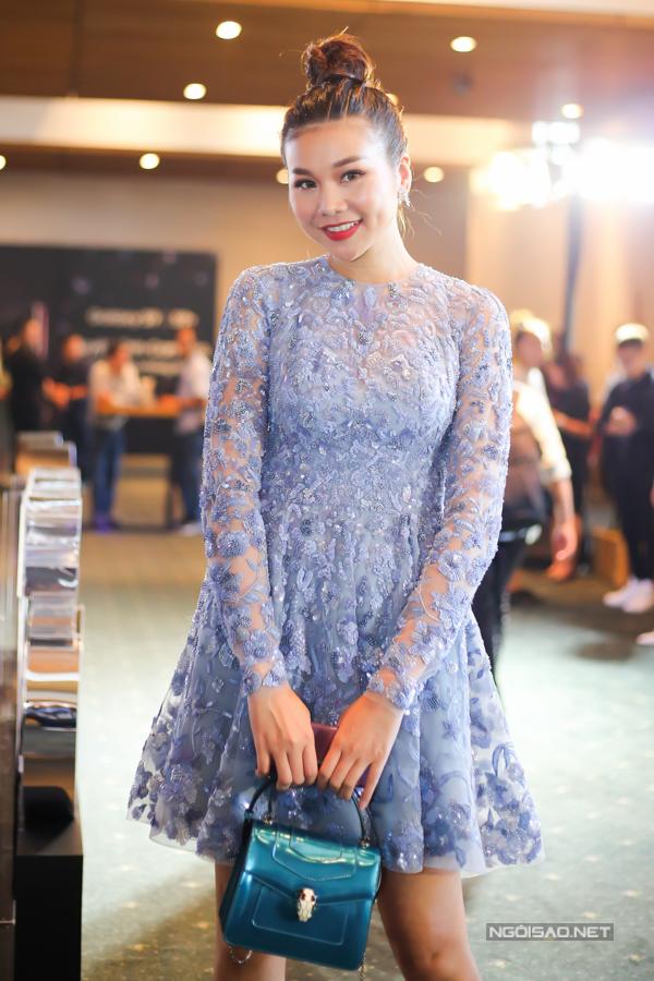 Thanh Hằng diện váy hiệu tham dự buổi hội thảo Kỷ nguyên giao tiếp bằng hình ảnh tại TP HCM.