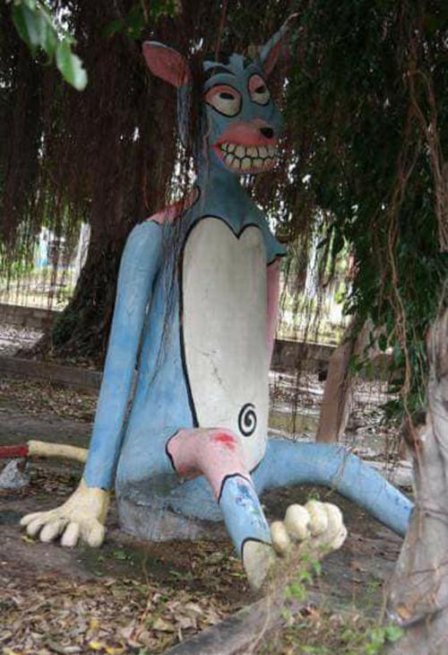 Những bức tượng đầy biểu cảm trong công viên bỏ hoang ở Phan Thiết - 1