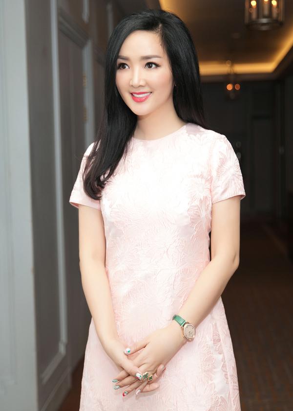 Hoa hậu đền Hùng Giáng My khiến nhiều người ghen tỵ với làn da mịn màng, không in dấu vết thời gian.