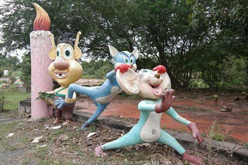 Những bức tượng đầy biểu cảm trong công viên bỏ hoang ở Phan Thiết - 2