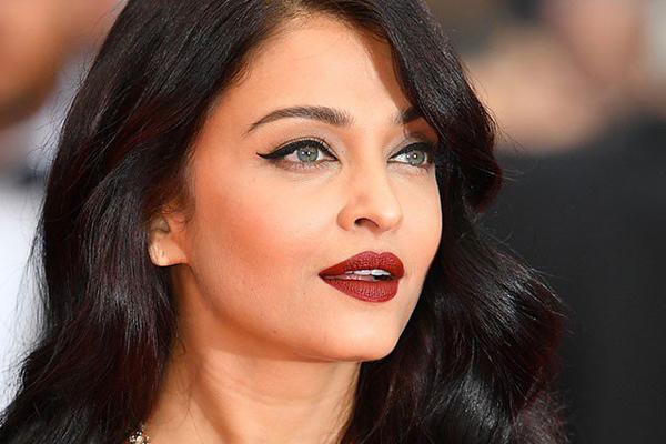 Ấn Độ Phụ nữ Ấn Độ được đánh giá là đẹp khi có đôi mắt hạnh nhân, sống mũi thẳng, gò má cao, làn môi dày và có vòng eo thon thả.