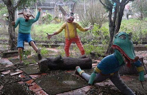 Những bức tượng đầy biểu cảm trong công viên bỏ hoang ở Phan Thiết - 5
