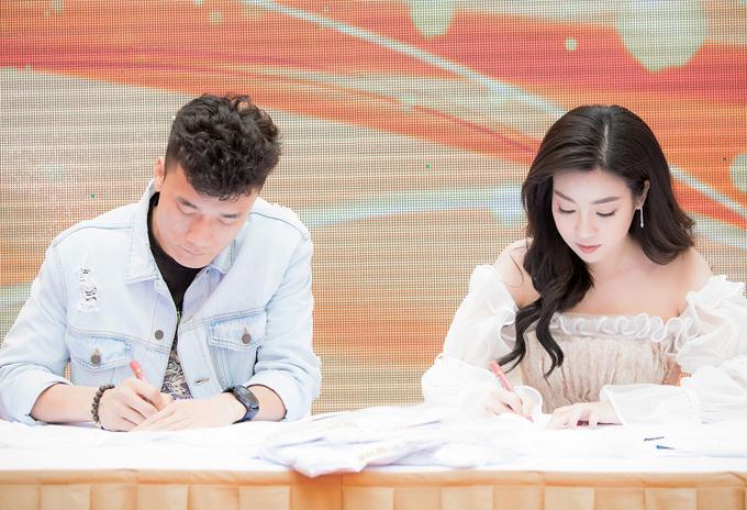 Thủ môn người Thanh Hóa hiện vẫn lẻ bóng, Hoa hậu Việt Nam 2016 cũng bận rộn tập trung cho việc học hành và phát triểnsự nghiệp.