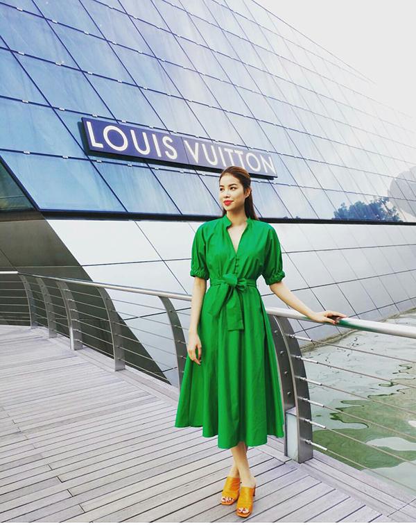 Đầu mùa nắng, sao Việt đua nhau diện trang phục rực rỡ sắc màu - 1