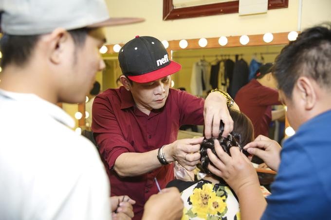 Anh hỗ trợ các chuyên gia trang điểm làm tóc cho Như Quỳnh. Tường Khuê từng theo đuổi con đường ca hát, cùng anh trai thực hiện show diễn riêng tại TP HCM hồi 2015. Tuy nhiên, anh đã gác lại việc đi hát để theo đuổi đam mê thời trang.