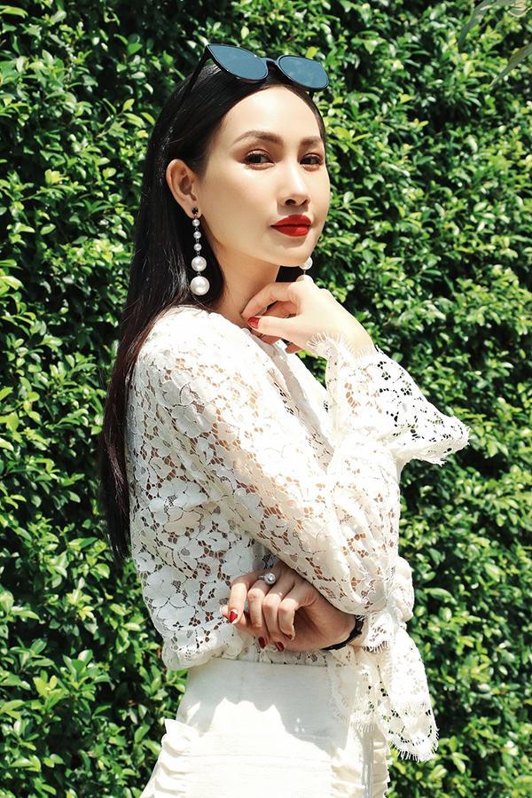 Ren là chất liệu được sử dụng quanh năm nhưng vào mùa hè loại vải có tính năng mang lại sự mát mẻ và mang đậm phong cách sexy này lại được yêu thích nhiều hơn.