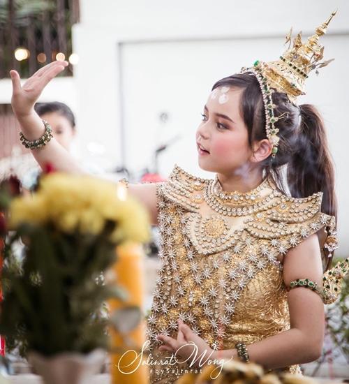 Jenna Jirada, 9 tuổi, là gương mặt quen thuộc trong các TVC quảng cáo của đất nước triệu voi. Cô bé được biết đến từ năm 2013 qua các bức ảnh do mẹ chia sẻ trên mạng xã hội.