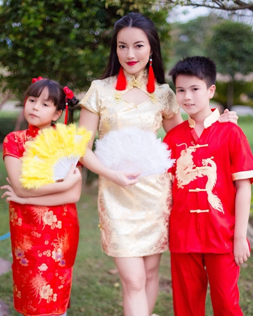 Cô bé Jenna và anh trai thừa hưởng nét đẹp Á - Âu từ cha và mẹ