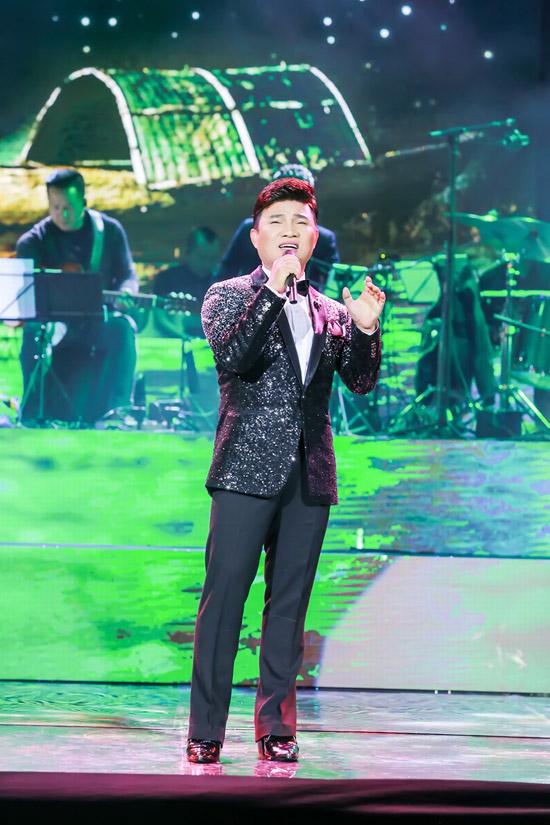 Quang Linh chọn Trăng rụng xuống cầu, Đám cưới ngày xuân để tặng cho người hâm mộ sau thời gian dài không ra Hà Nội biểu diễn.