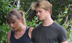 Taylor Swift hiếm hoi xuất hiện cùng bạn trai