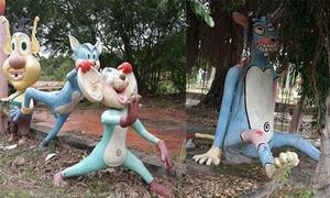 Những bức tượng biểu cảm trong công viên bỏ hoang ở Phan Thiết