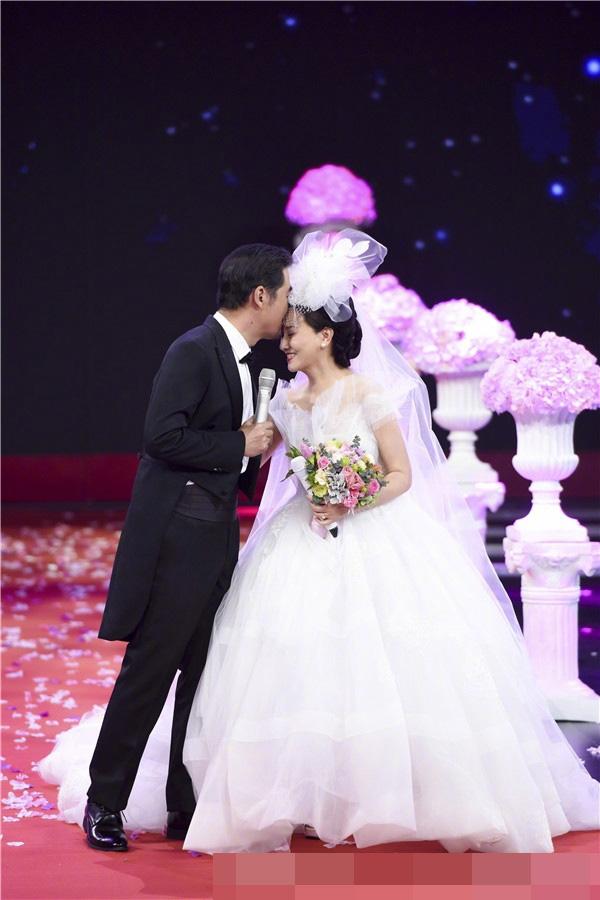 Vợ chồng Phượng Ớt Đặng Tiệp cưới lại trên sân khấu - 3