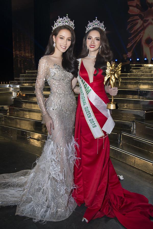 Hương Giang và Hoa hậu Chuyển giới Quốc tế 2017 người Thái Lan.