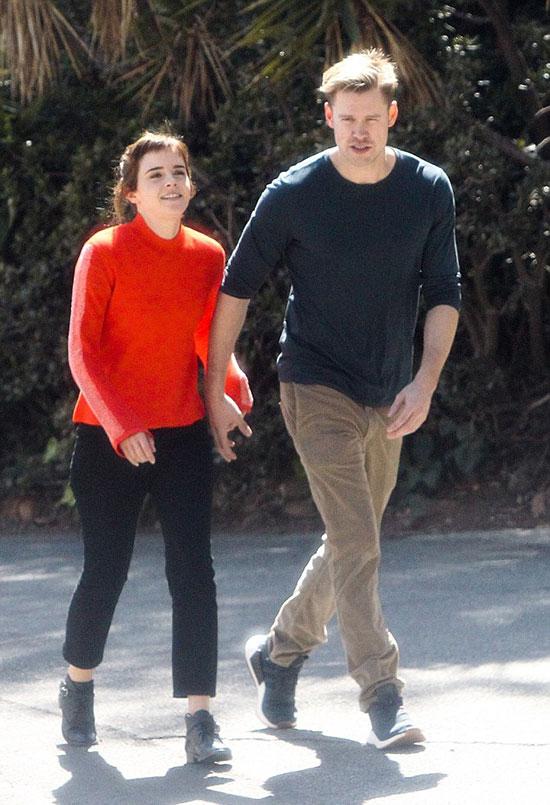Tại bữa tiệc hậu Oscar đêm 4/3, Emma cũng đi cùng bạn trai mới đến tham dự nhưng hai người tránh chụp ảnh chung.