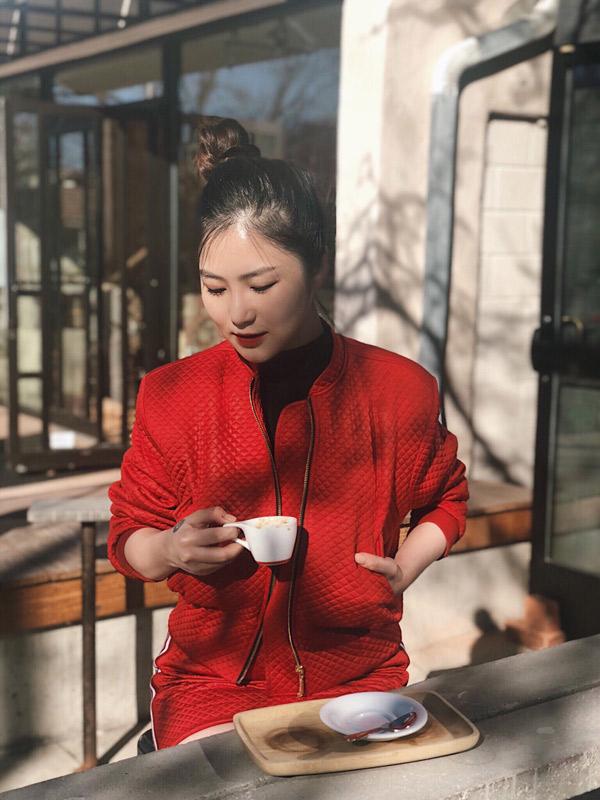 Hương Tràm chia sẻ, MV Em gái mưa của cô vừa cán mốc 100 triệu lượt view trên trang Youtube, sau nửa năm phát hành. Đây là động lực để quán quân The Voice 2012 nỗ lực hơn nữa trên con đường nghệ thuật.