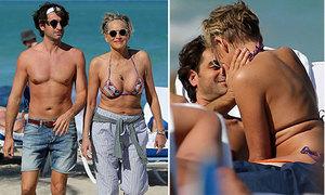 Sharon Stone đón sinh nhật 60 tuổi bên bồ trẻ nóng bỏng
