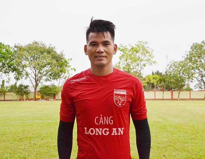 Huỳnh Quang Thanh từng có ý định chia tay sự nghiệp bóng đá để tìm công việc khác sau khi nhận án treo giò hai năm từ VFF. Ảnh: FB.