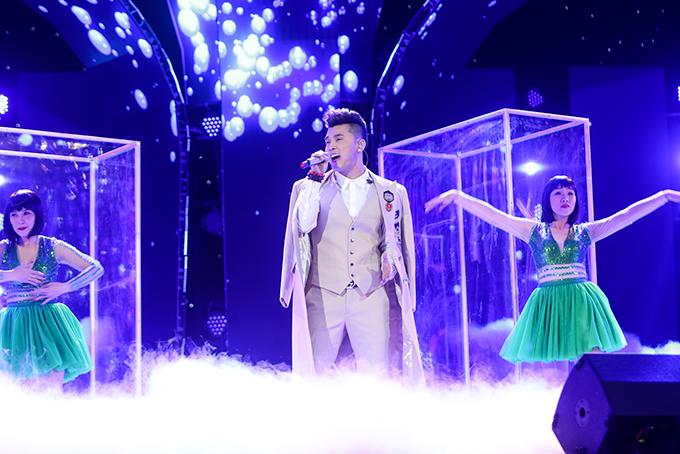 Người hâm mộ liên tục hát cùng Ưng Hoàng Phúc loạt hit đình đám trong liveshow - 1