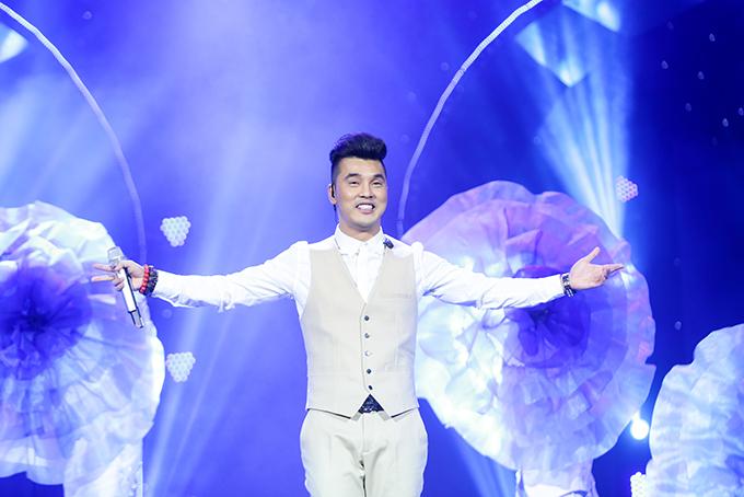 Người hâm mộ liên tục hát cùng Ưng Hoàng Phúc loạt hit đình đám trong liveshow - 3