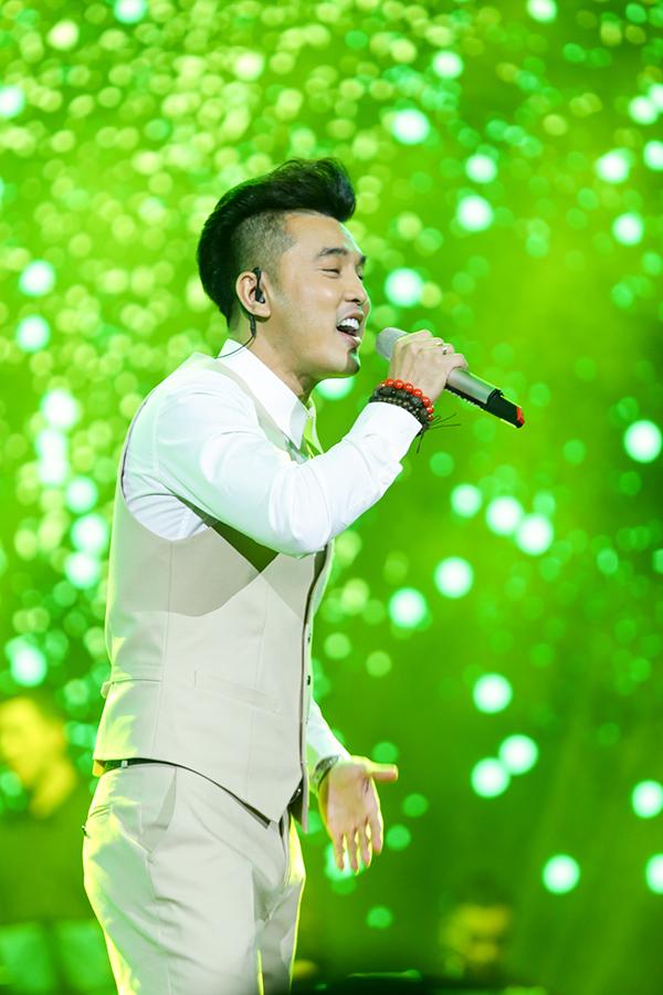 Người hâm mộ liên tục hát cùng Ưng Hoàng Phúc loạt hit đình đám trong liveshow - 4