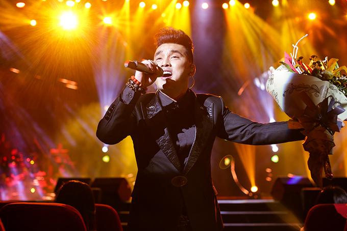 Người hâm mộ liên tục hát cùng Ưng Hoàng Phúc loạt hit đình đám trong liveshow - 6