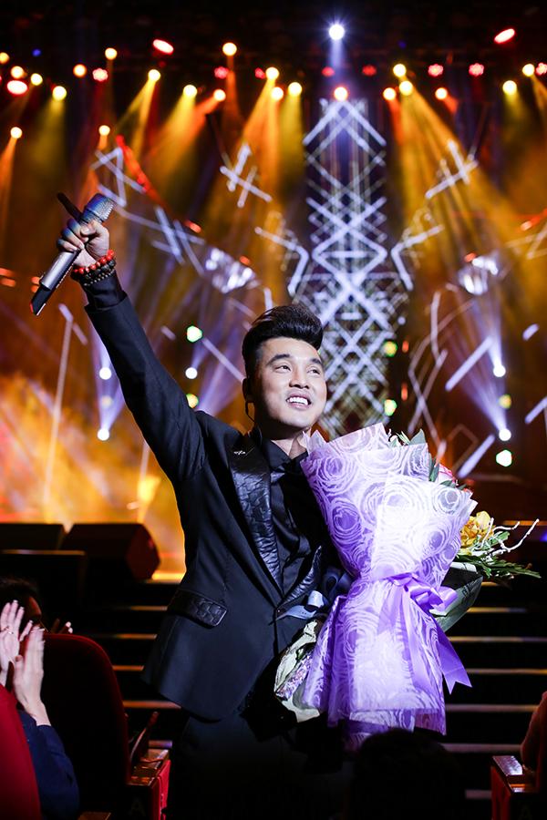 Người hâm mộ liên tục hát cùng Ưng Hoàng Phúc loạt hit đình đám trong liveshow - 7