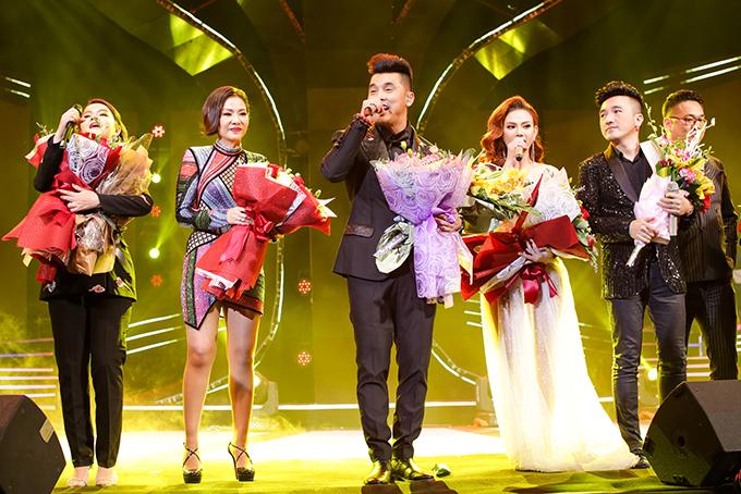 Người hâm mộ liên tục hát cùng Ưng Hoàng Phúc loạt hit đình đám trong liveshow - 8