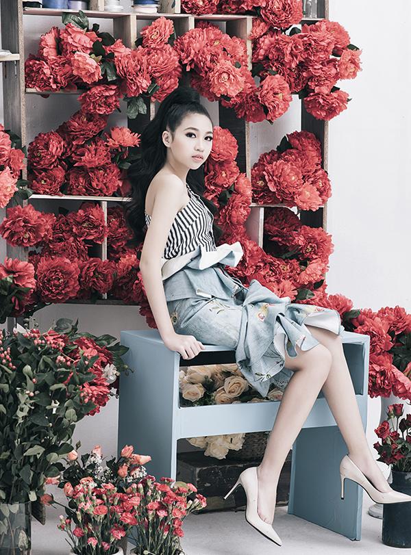 Bộ ảnh được thực hiện với sự hỗ trợ của nhiếp ảnh Rin Trần, StylistTô Quốc Sơn, trang điểmHuy Nguyễn, làm tócKen Huỳnh.