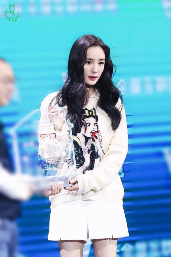 Bất chấp những lời chê, ngôi sao Hoa ngữ hiện là gương mặtđại diện của nhiều thương hiệu quốc tế, tên tuổi có sứcảnh hưởng tại thị trường Trung Quốc.