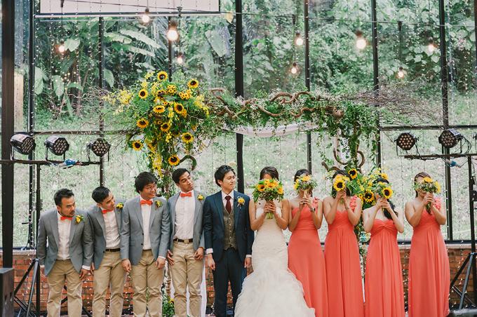 Hướng dương là loài hoa yêu thích của cô dâu, Sophia, bởi sự tươi vui mà nó đem lại.
