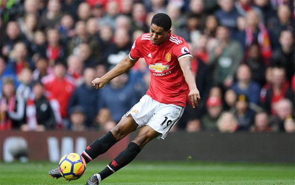 Cầu thủ trẻ Marcus Rashford là người hùng của MU khi lập cú đúp trước khi đồng đội Baily đá phản lưới nhà, mang về chiến thắng 2-1