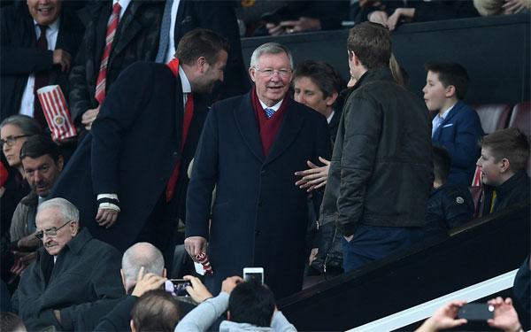 Sir Alex tươi tắn tới sân xem đội bóng cũ thi đấu với kình địch Liverpool.