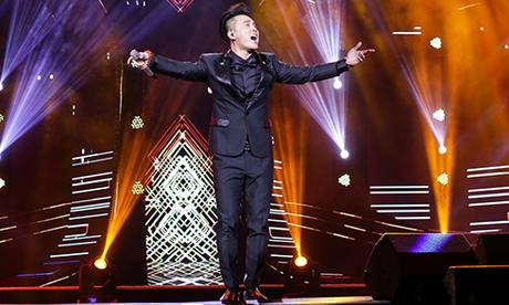 Người hâm mộ liên tục hát cùng Ưng Hoàng Phúc loạt hit đình đám trong liveshow