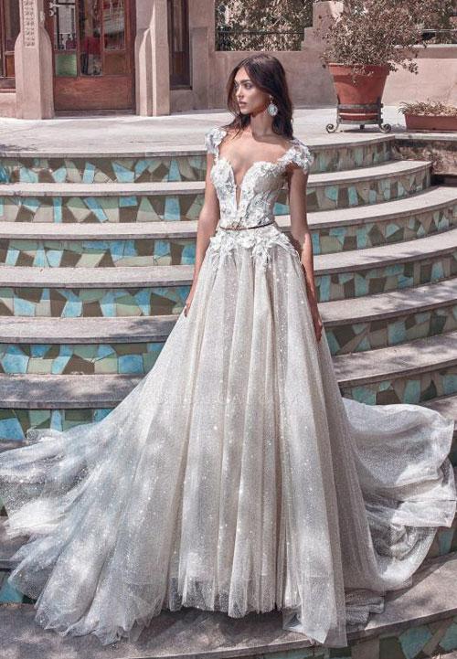 Váy cưới 2018: Khúc biến tấu của phần cổ và họa tiết trang trí (Phần 2) - 10