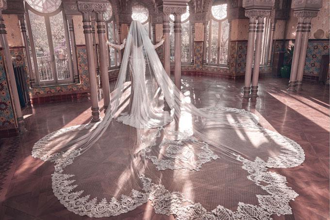 Váy cưới 2018: Khúc biến tấu của phần cổ và họa tiết trang trí (Phần 2) - 14