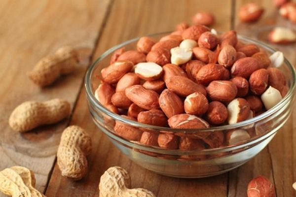 Một nghiên cứu tại Mỹ tiến hành trên 101 người béo phì, chế độ ăn của nhóm người có chế độ ăn có đậu phộng giảm đi 11kg so với trọng lượng trung bình và không tăng trở lại sau 1 năm.