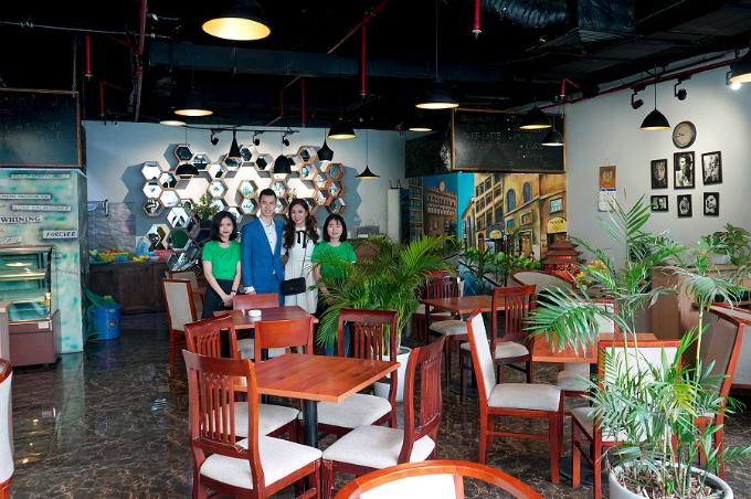 Cửa hàng Mano Café là tâm huyết của cặp đôi tài năng.