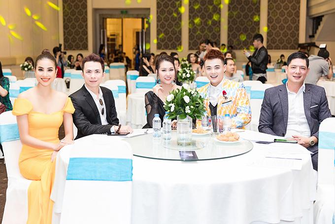Tại sự kiện,Phạm Hương hội ngộ Phi Thanh Vân và Bình Minh.