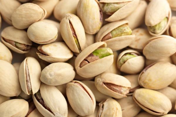 Một nghiên cứu mới đây cho thấy, những người thích ăn hạt dẻ cười giảm 22% nguy cơ thừa cân, hoặc béo phì. Họ có vòng eo, vòng bụng, chỉ số cơ thể thấp hơn so với những người không ăn hạt dẻ cười.