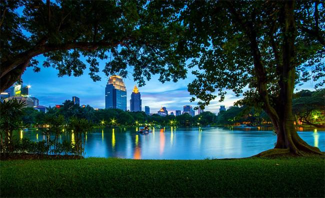 Công viên lớn ngay giữa trung tâm thành phố là một điểm đến thư giãn cho bạn.