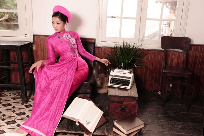 Bộ ảnh do người mẫu Kim Ngân, chuyên gia trang điểm Cao Tuấn Đạt, photo Zim Lục và áo dài Quyên Nguyễn hỗ trợ thực hiện.