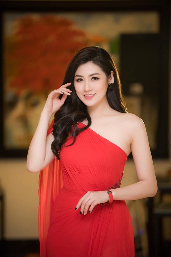 Không chỉ an toàn trong phong cách ăn mặc, Dương Tú Anh còn rất hạn chế trong việc chia sẻ chuyện đời tư.Dù có nhiều tin đồn về chuyện tình cảm nhưng cô chưa bao giờ lên tiếng xác nhận.