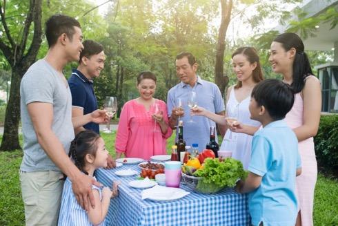 Nhiều gia đình hay các nhóm bạn trẻ có thể tổ chức tiệc nướng ngoài trời ngay tại khuôn viên xanh của khu đô thị.