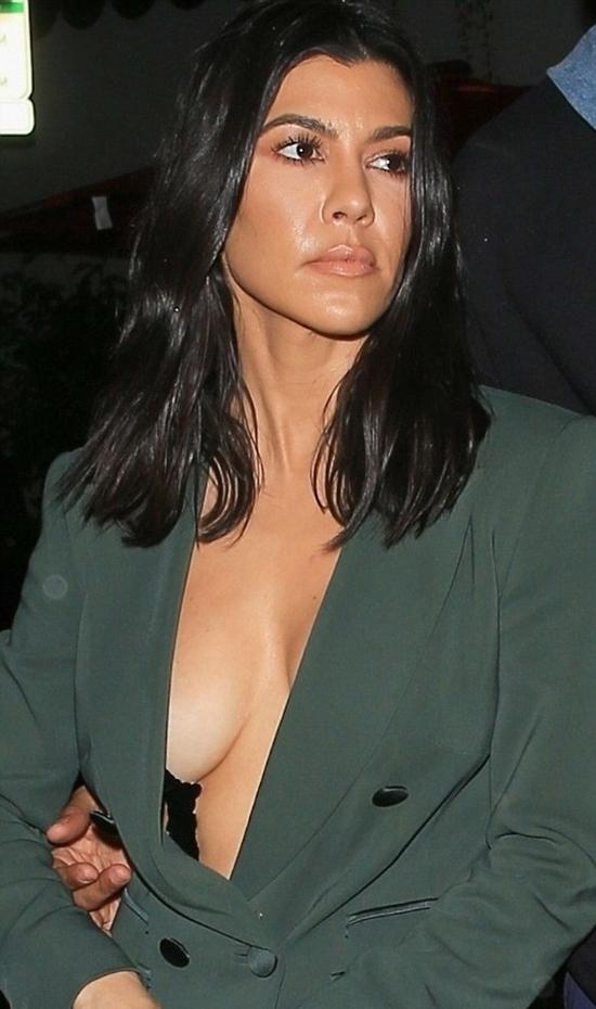 Cô cả nhà Kardashian gợi cảm dù đã có 3 con.