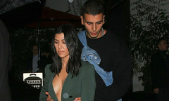 Chị gái Kim thả rông ngực đi chơi với bồ trẻ